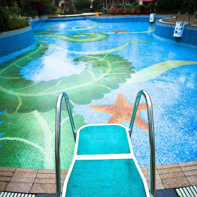 Schwimmenplattform lizenzfreie stockfotografie