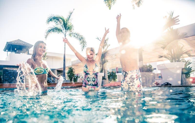 Schwimmenpool-party lizenzfreie stockfotografie