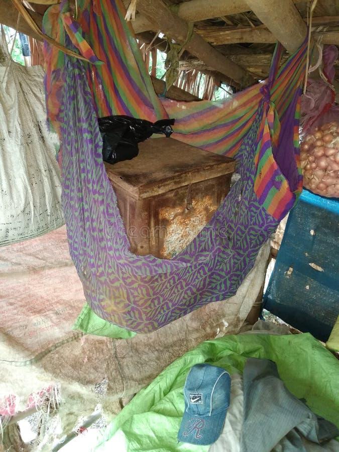 Schwingen in der Hütte lizenzfreie stockfotos