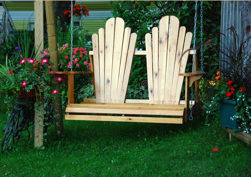 Schwingen-Stuhl stockfotos