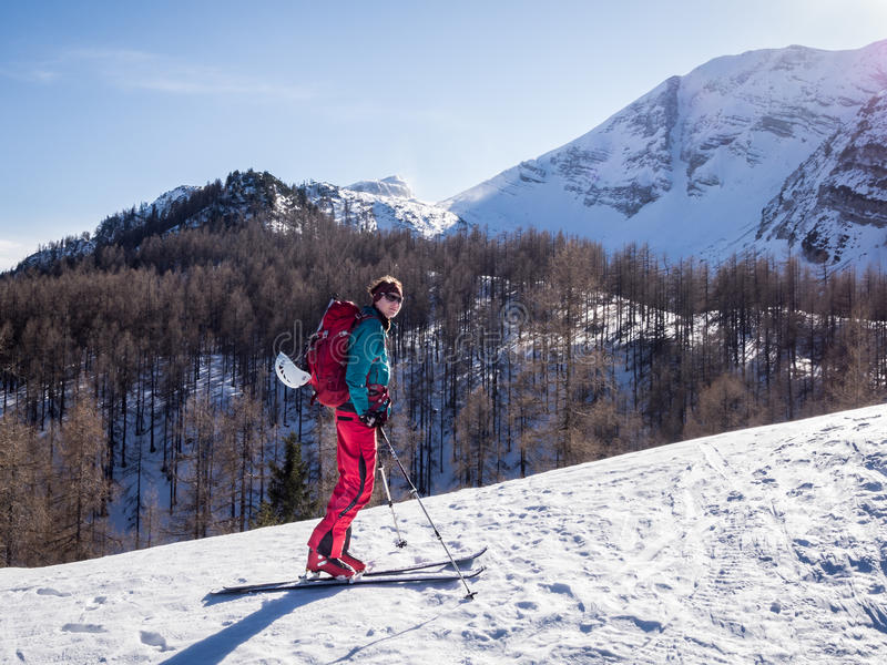 Sci che visita attività di inverno fotografie stock libere da diritti