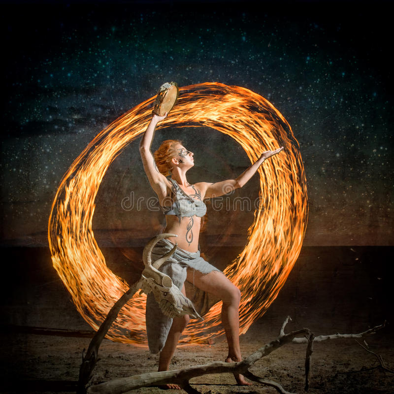 Sciamano di dancing immagine stock