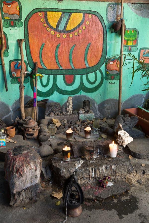 Sciamano maya che prega posto fotografie stock libere da diritti