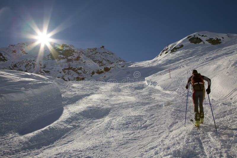 Sciatore di Backcountry fotografie stock