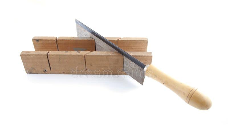 Scie avec du bois images stock