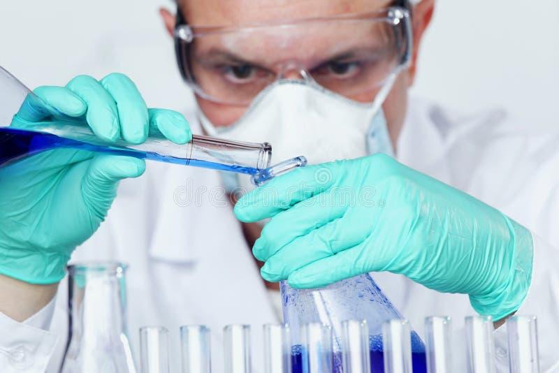 Scientifique de chimie images stock