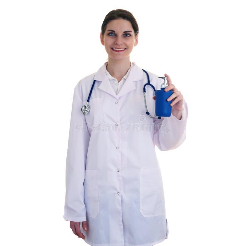 Scienziato di aiuto di medico femminile in camice sopra fondo isolato immagini stock libere da diritti