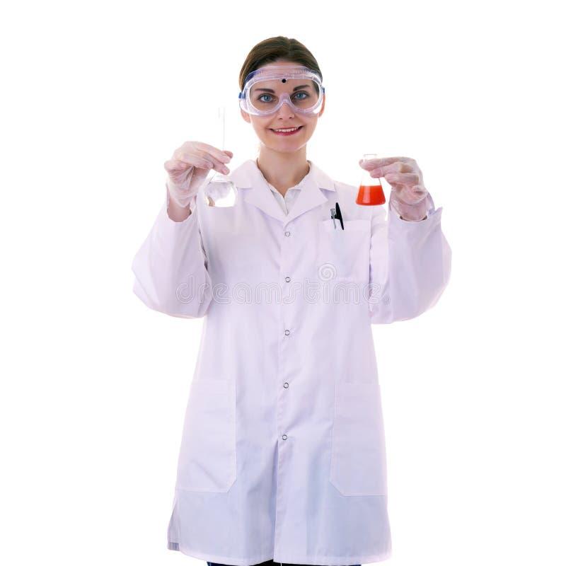 Scienziato di aiuto femminile in camice sopra fondo isolato fotografia stock