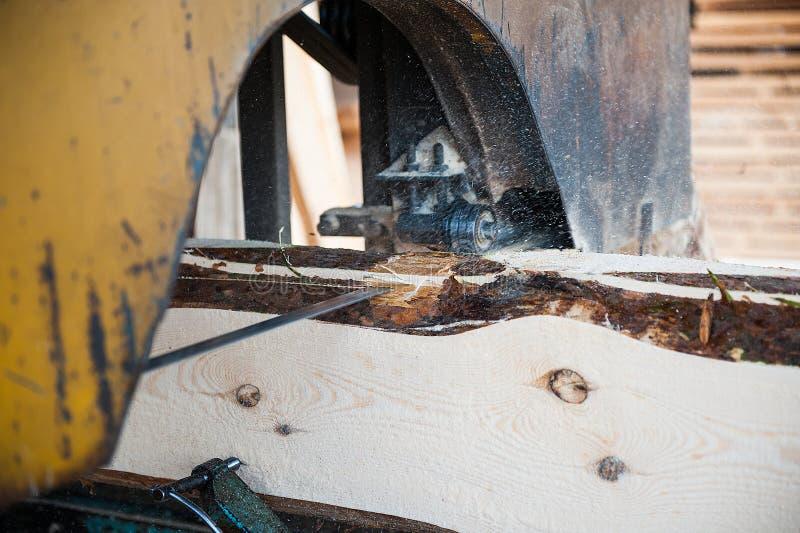 scierie Utilisé pour couper le bois sur des conseils photographie stock libre de droits