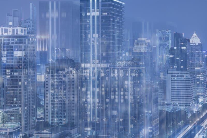 Scifi blu di tono di arte del fondo dell'estratto della città di esposizione multipla fotografie stock