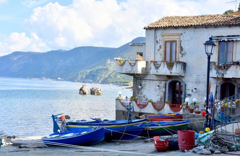 Scilla, vila velha do pescador em Calabria fotos de stock royalty free