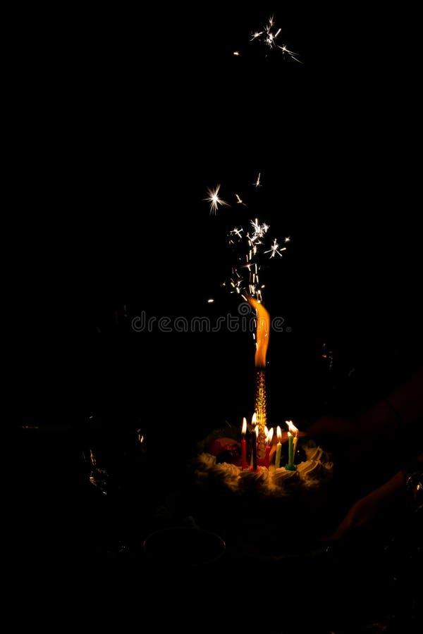 Scintille nello scuro, festa di compleanno fotografie stock libere da diritti