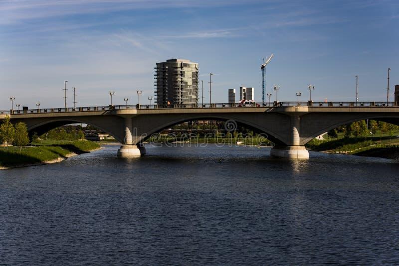 Scioto-Fluss und im Stadtzentrum gelegenes Columbus, Ohio stockbild
