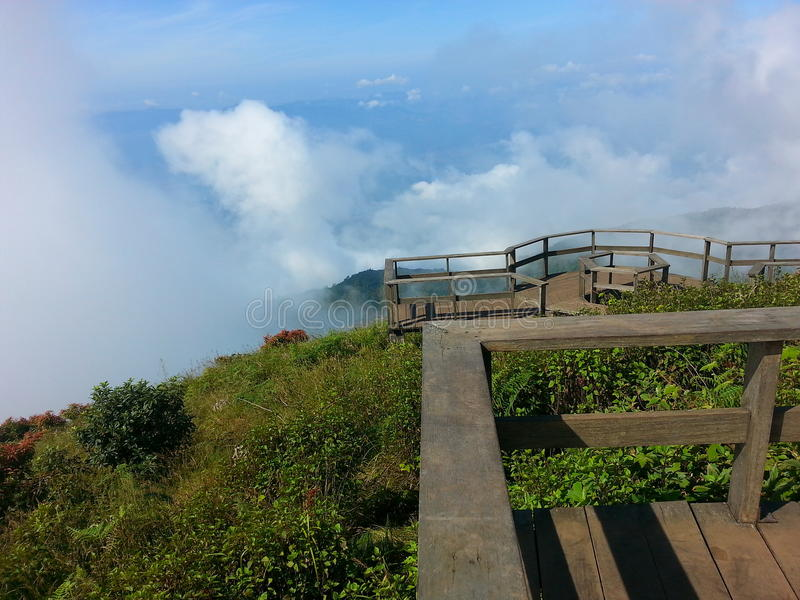 scogliera al doi Inthanon Cheangmai a nord della Tailandia fotografia stock libera da diritti