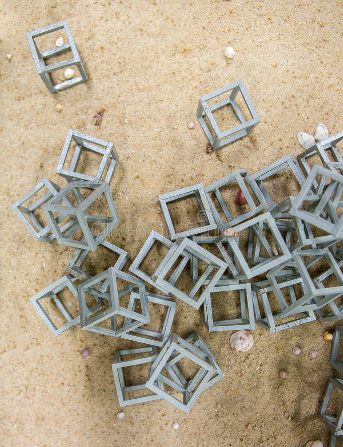 Scogliera artificiale la casa del pesce nel mare fotografia stock