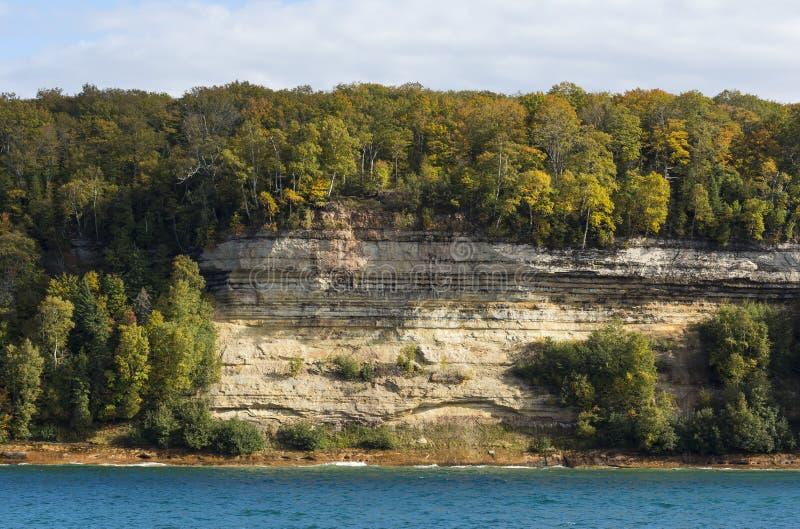 Scogliera del superiore di lago scenica immagine stock libera da diritti