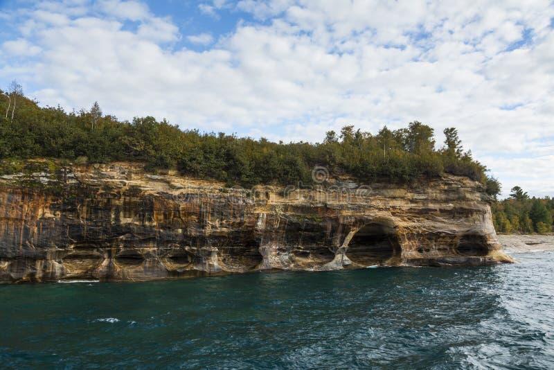 Scogliera del superiore di lago scenica immagini stock
