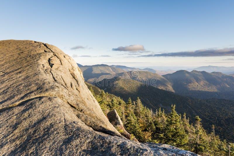 Scogliera della montagna di Gothics nel Adirondacks fotografie stock