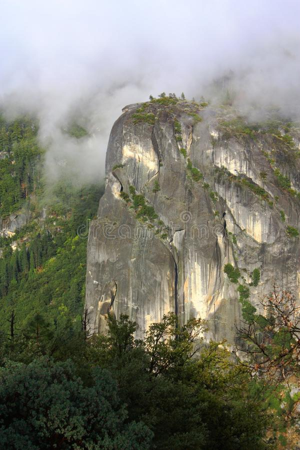 Scogliera imponente in parco nazionale di Yosemite, California del granito immagini stock libere da diritti