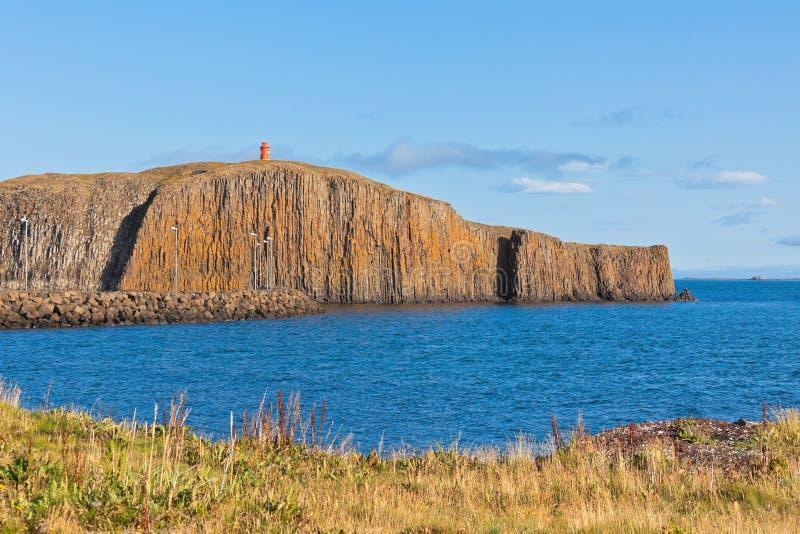Scogliera nella città di Stykkisholmur, penisola di Snaefellsnes, Icel fotografia stock