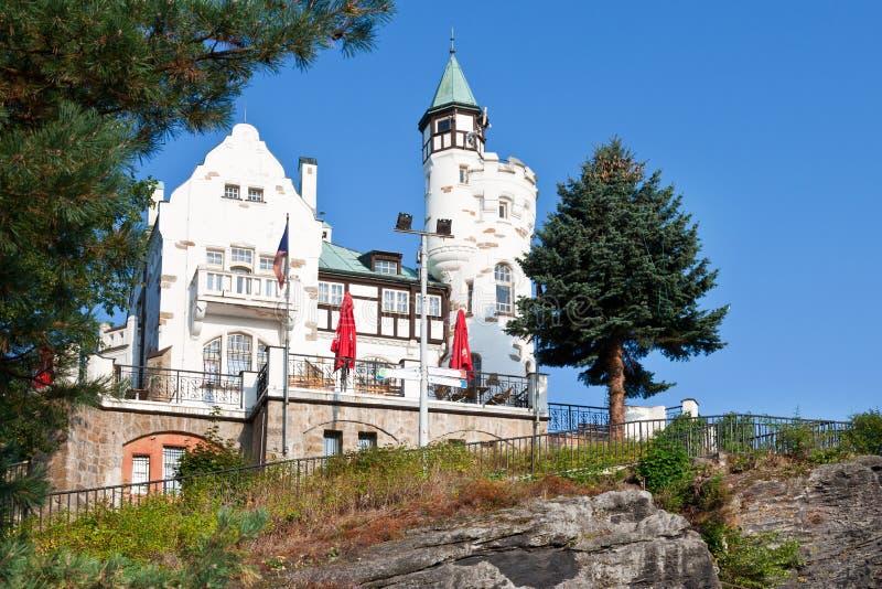 Scogliera pastorale, città Decin, Boemia del nord, repubblica Ceca fotografie stock libere da diritti