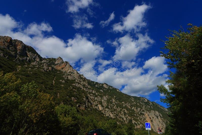 Scogliera pirenaica in Aude, Francia fotografia stock libera da diritti