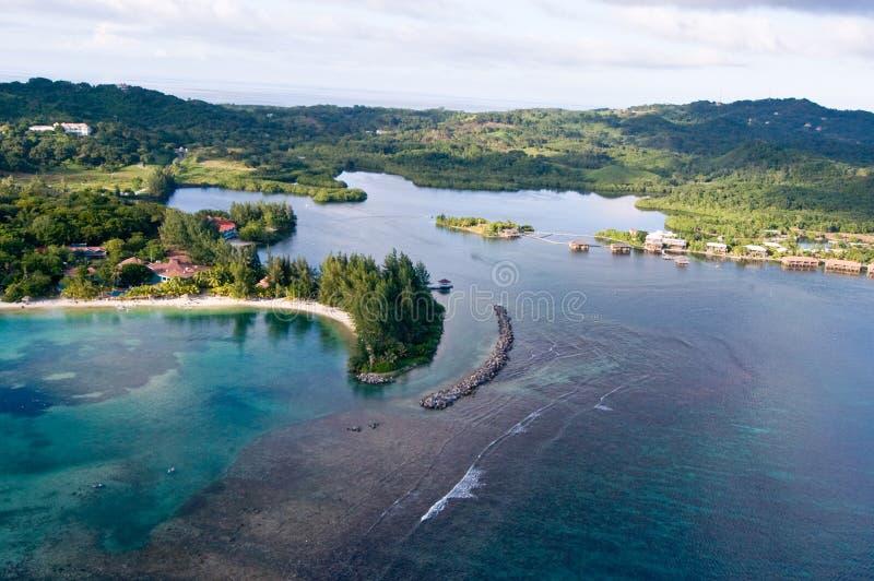 Scogliera tropicale fotografia stock libera da diritti