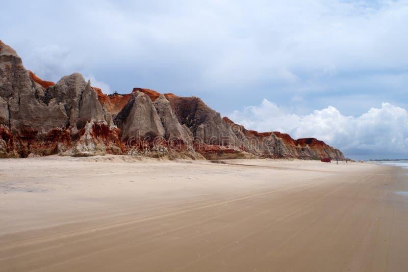 Scogliere del mare e spiaggia di Morro Branco fotografie stock libere da diritti