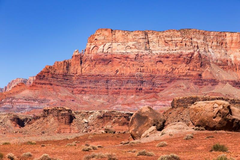 Scogliere del vermiglio di stordimento in Arizona fotografie stock libere da diritti