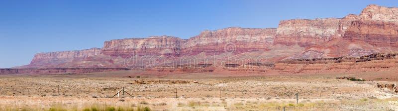 Scogliere del vermiglio di stordimento in Arizona immagini stock