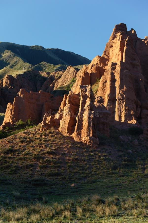 Scogliere dell'argilla in montagne immagine stock libera da diritti