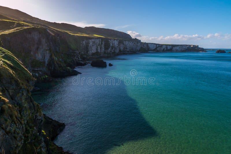 Scogliere dell'Irlanda del nord fotografia stock