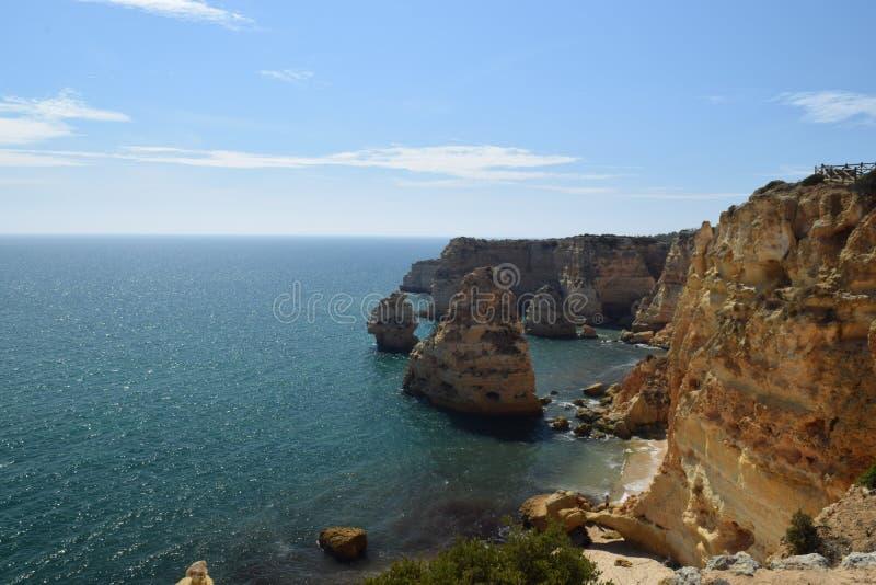 Scogliere di Algarve fotografia stock