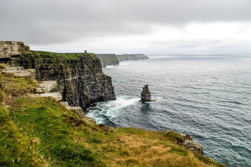 Scogliere di fama mondiale di Moher in contea Clare, Irlanda fotografia stock