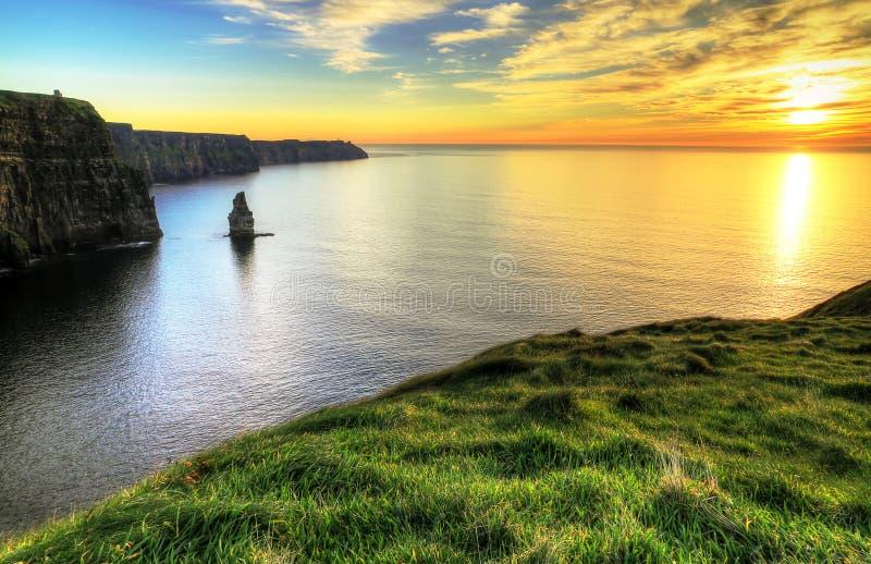 Scogliere di Moher al tramonto fotografie stock libere da diritti