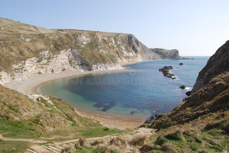 Scogliere e mare blu in Inghilterra del sud fotografie stock libere da diritti