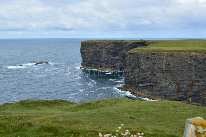 Scogliere in Irlanda fotografia stock
