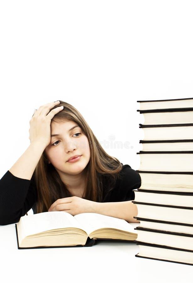 Scolara arrabbiata con le difficoltà di apprendimento immagine stock libera da diritti