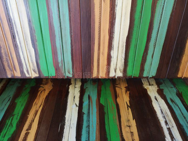 Scolor farba na drewnianej materiał zieleni błękitnego brązu tła białej żółtej tapecie zdjęcia royalty free