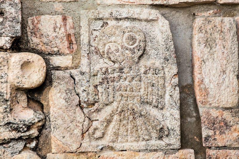 Scolpendo alle rovine della città maya antica Uxmal, il Messico fotografia stock