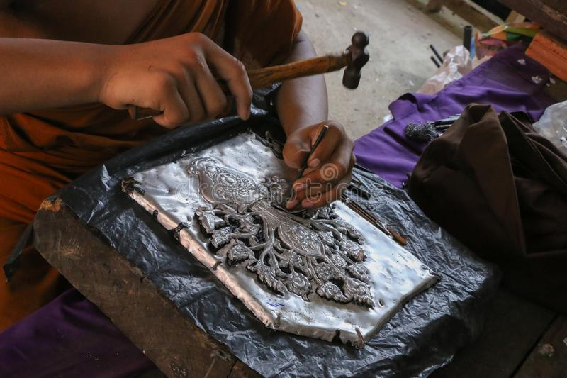 Scolpisca l'argenteria, Chiang Mai, Tailandia fotografia stock