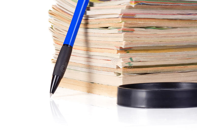 Scomparto, lente d'ingrandimento e penna immagine stock libera da diritti