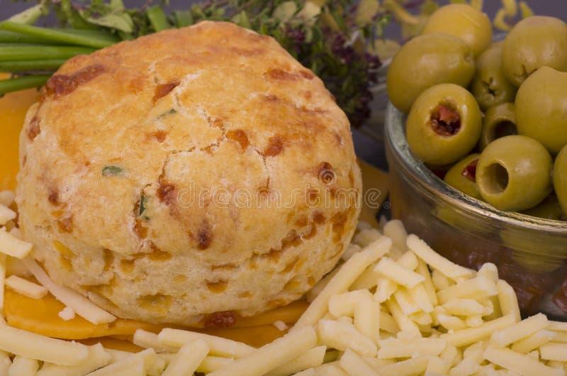Scone de fromage et de ciboulette image stock