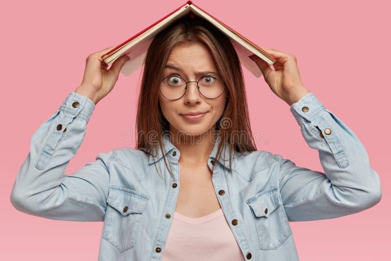 Espressione Insoddisfatta Donna Immagine Stock - Immagine ...