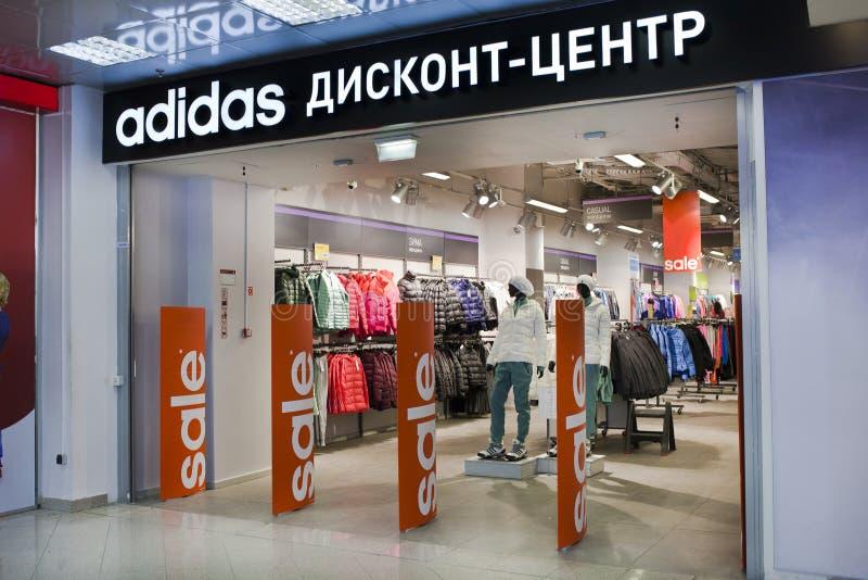 Sconto Adidas concentrare nel deposito immagine stock libera da diritti