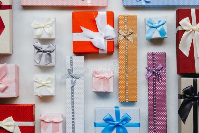 Sconto stagionale di shopping di festa di vendita dei regali immagini stock