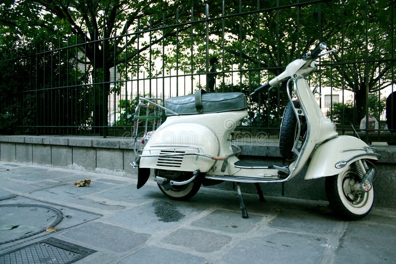 Scooter blanc image libre de droits