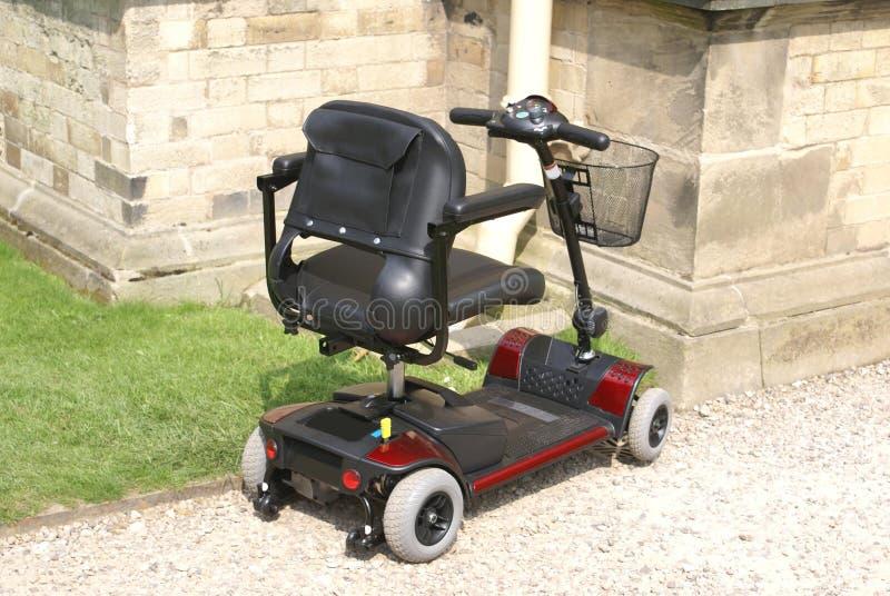 scooter cochecillo cochecillo para la gente discapacitada, mayor, o mayor fotos de archivo