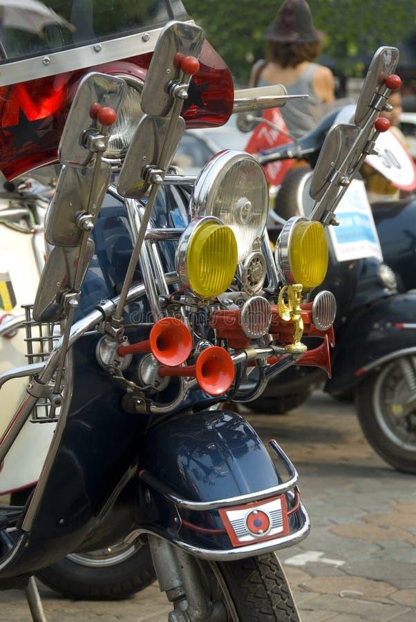 Scooter de moteur avec des lumières et image stock