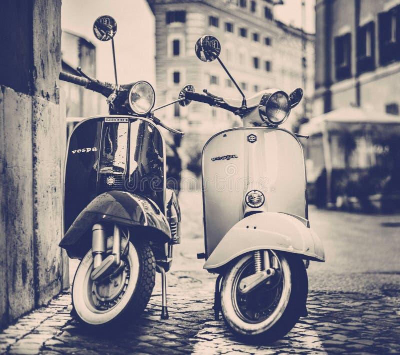 Scooters de Vespa images libres de droits